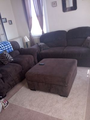 Couch And Love Seat With Ottoman Throw Pillows For In Davenport Ia