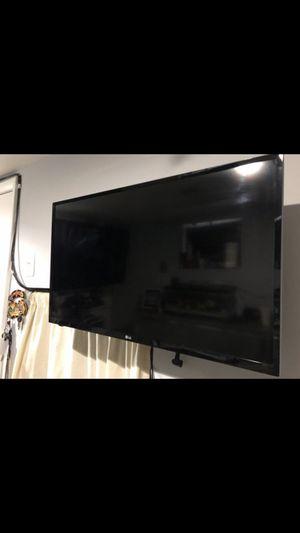 Lg tv not smart tv 32 inch for Sale in Adelphi, MD