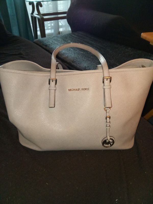 0da15bdb30e8 Michael Kors Pocketbook for Sale in Shelby, NC - OfferUp