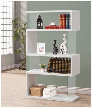 BOOKCASE WHITE AND TEMPERED GLASS for Sale in Hialeah, FL