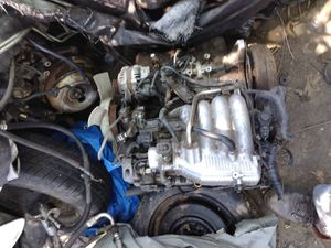 2000 to 02 Suzuki Viatra 2.0 complete engine 4x4 tranny transfer case 4x4 rear-end radiator for Sale in St. Louis, MO