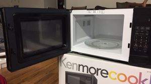 Kenmore Microwave.9CU.FT counter top oven for Sale in Fairfax, VA