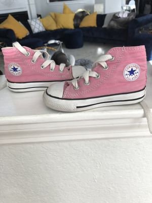 Pink little girl converse size 6 for Sale in Saint Petersburg, FL