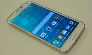 Samsung Galaxy S 5. UNLOCKED . Excellent Condition ( as like New) for Sale in Springfield, VA