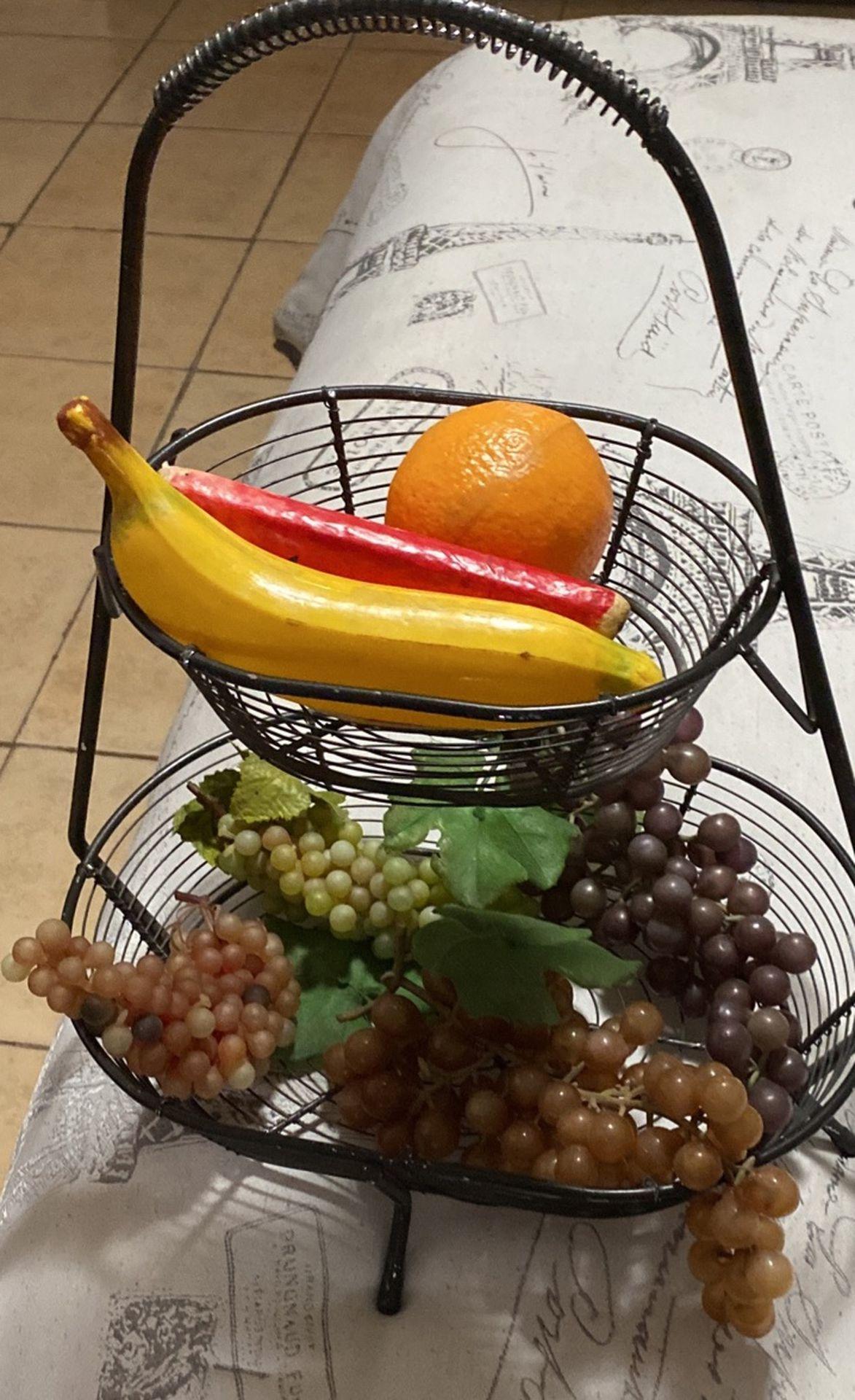 Hold fruit