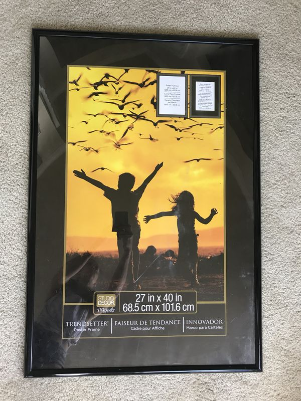 Large plastic poster frame for Sale in Colorado Springs, CO - OfferUp