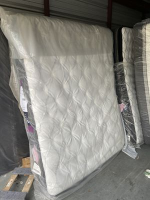 Photo Queen size Sealy pillow top plush mattress