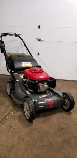 Photo HONDA HRX217VLA self propelled lawnmower with smart drive system. Excellent working condition