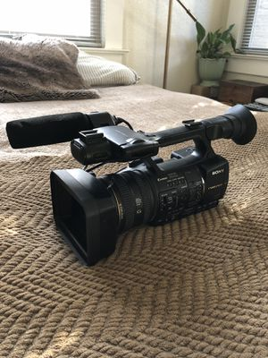 Sony HXR-NX5U NXCAM Professional Camcorder for Sale in Portland, OR