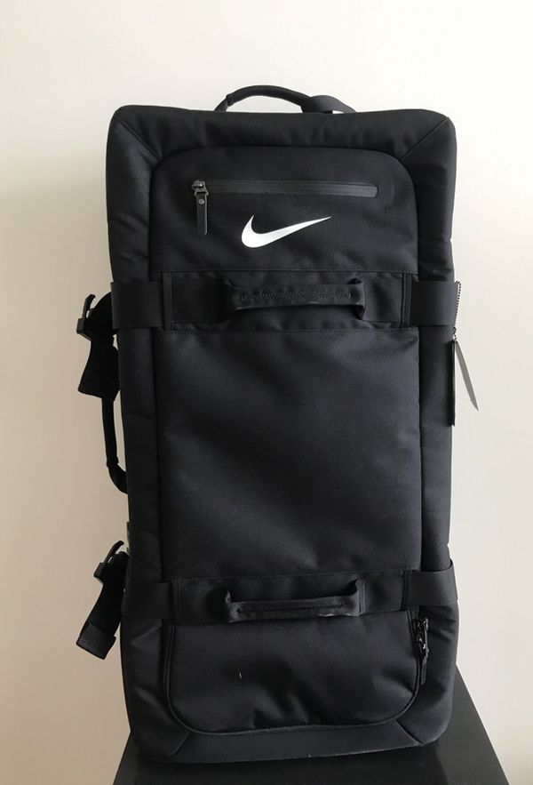 "Nike ""fifrtyone49"" large roller suitcase for Sale in Brooklyn 7d024fab4c228"