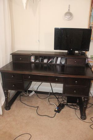 Desk with hutch $80 or best offer (monitor not included) for Sale in Alexandria, VA