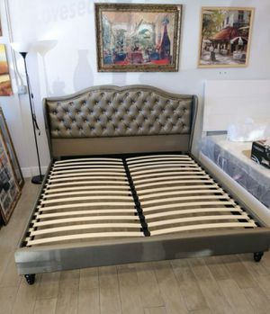 Brand new king size platform bed frame (firm price) for Sale in Wheaton-Glenmont, MD