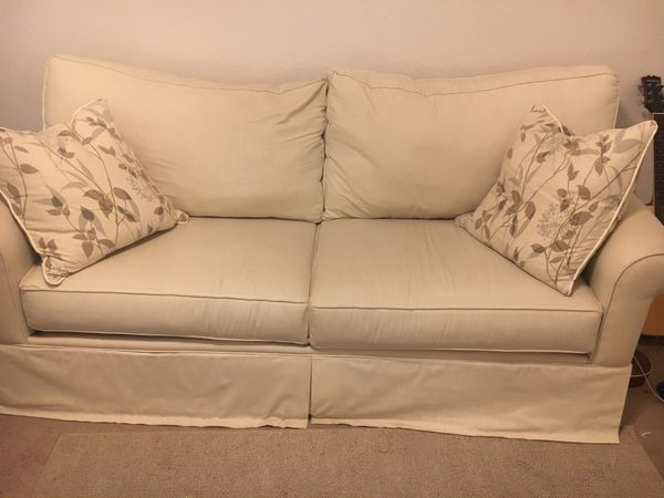 Phenomenal 50 Obo Moving Sale White Havertys Couch And Pillows Short Links Chair Design For Home Short Linksinfo