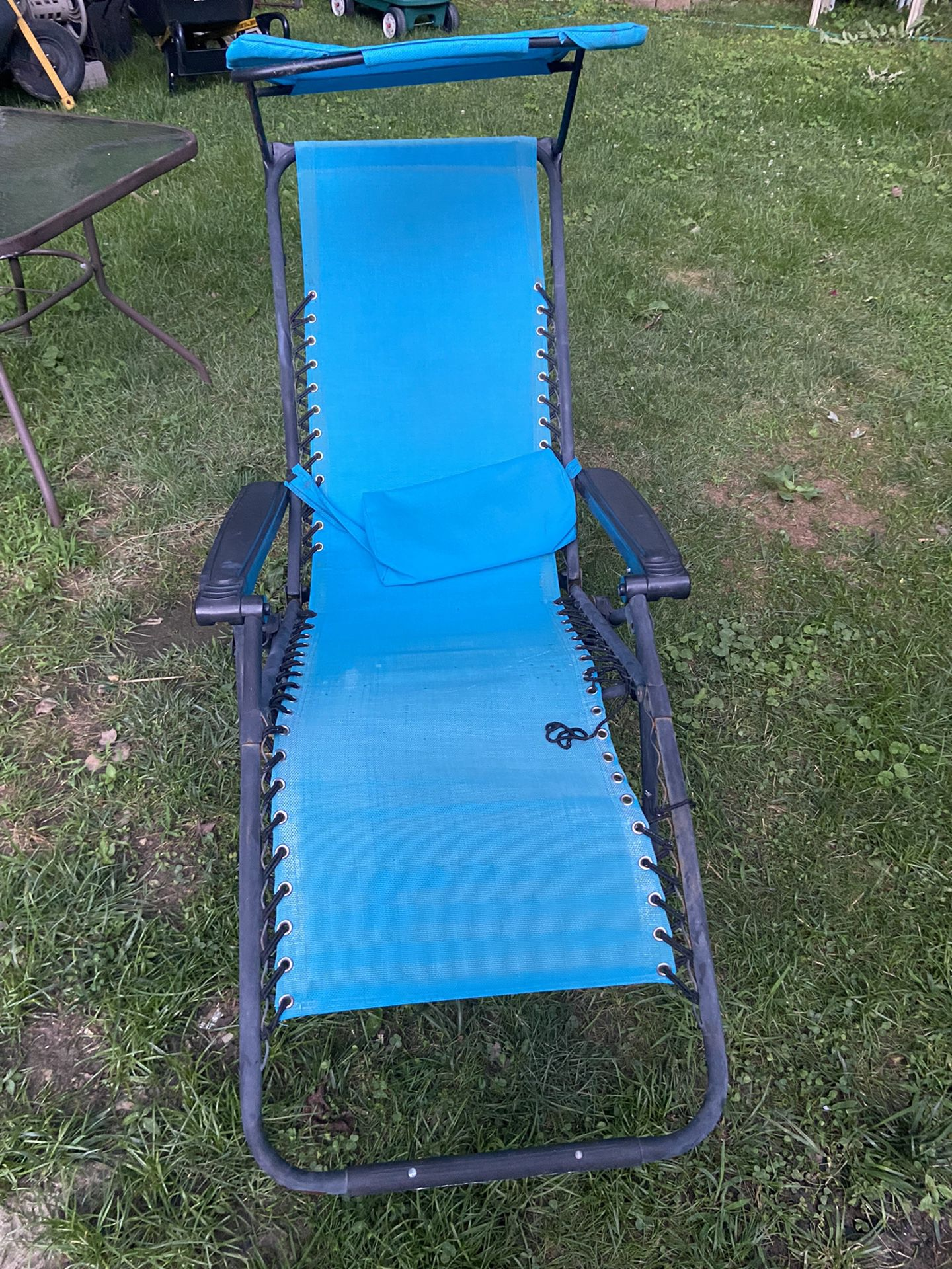 Yard Recliner  Chairs With Umbrella  $40.00