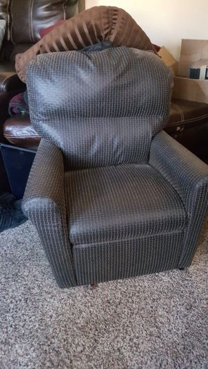 Toddler size recliner chair for Sale in Bowie, MD