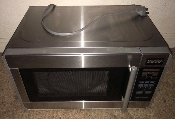 Emerson 07 Cu Ft 700 Watt Microwave Oven