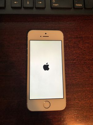 Apple IPhone 5 16GB (White & Silver) for Sale in Chicago, IL