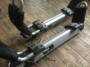 Thule Hullavator for square roof bars for Sale in Cleveland, OH