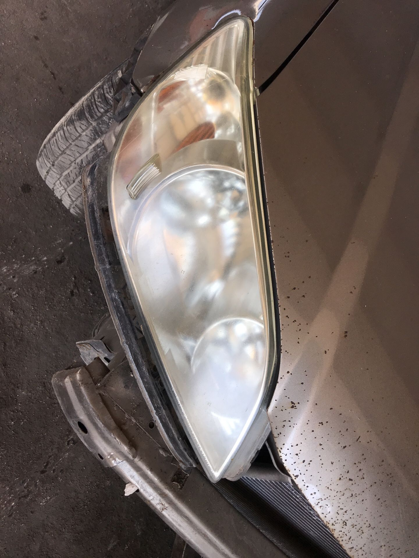 Left and right 04 Honda Civic headlights