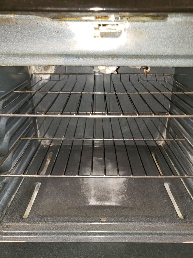 Hotpoint black gas stove in great condition