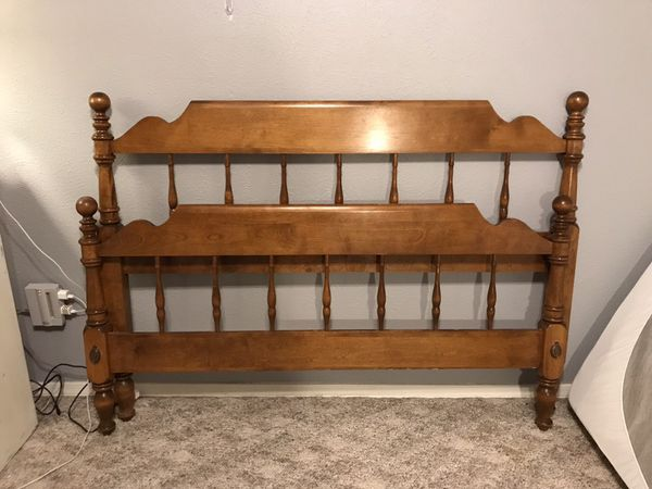 Vintage Ethan Allen Full Bed Nutmeg Maple Cannonball Headboard Footboard