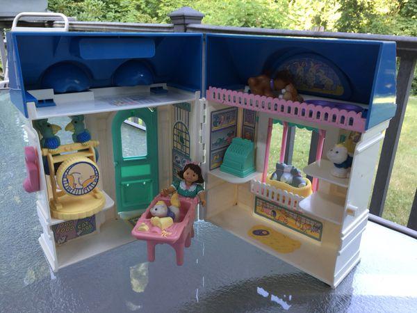 Vintage Fisher Price Dream Doll House Village Pet Shop 1995 For Sale