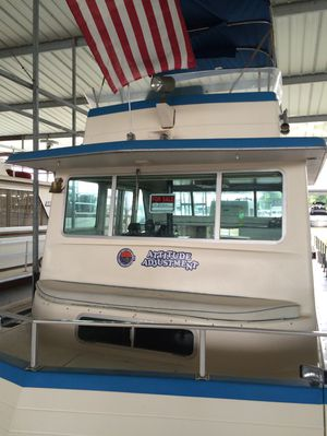 42 Ft Nauti-line with two Ford 351 W V-8 engines. Has stove, refridgerator, washer/dryer and fly bridge. for Sale in Nashville, TN