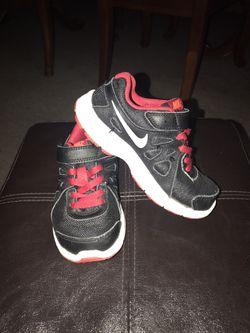 Tennis for kid's brand Nike size 10.5 C Thumbnail