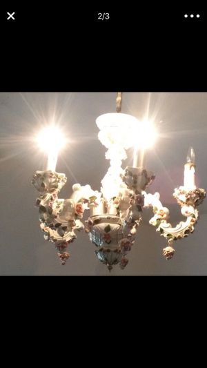 Beautiful Antique Chandelier with 5 candle lights all working excellent for Sale in Orlando, FL