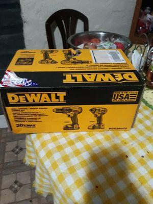 Vendo estos drilles de 20 boltios dewalt for Sale in Hyattsville, MD