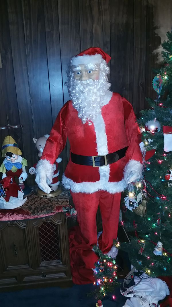 b0c5b95276077 Gemmy life size dancing singing Santa with realistic looking face ...