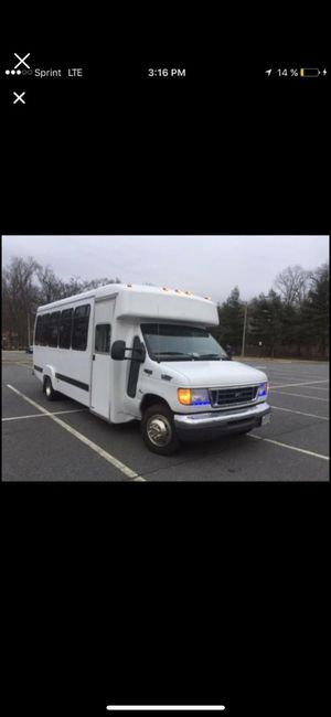 Ford e 450 diesel 2004 título limpio 240 millas for Sale in Laurel, MD