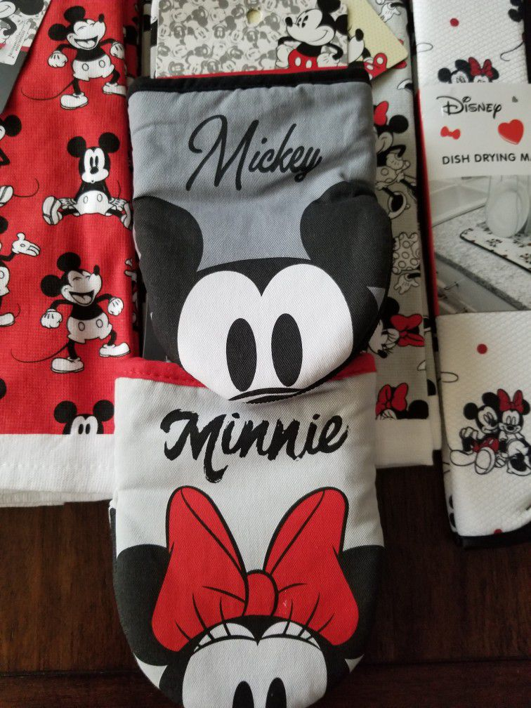 New Disney Mickey And Minnie Mouse Valentine's Day Gift Set