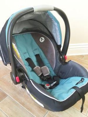Graco click connect car seat and base for Sale in Alexandria, VA