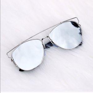 DIOR women's technological aviator mirrored sunglasses in silver for Sale in Washington, DC