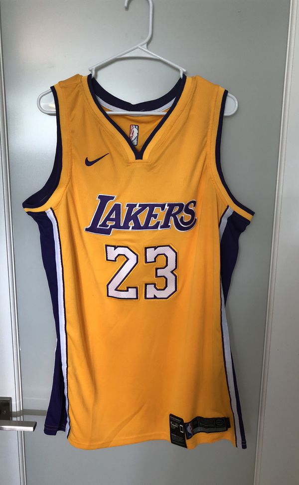 uk availability 4cc0e 9df3b Lebron James Lakers 2018 Swingman Jersey XXL for Sale in Miami, FL - OfferUp