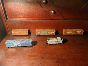 Photo N scale model railroad freight train cars $12