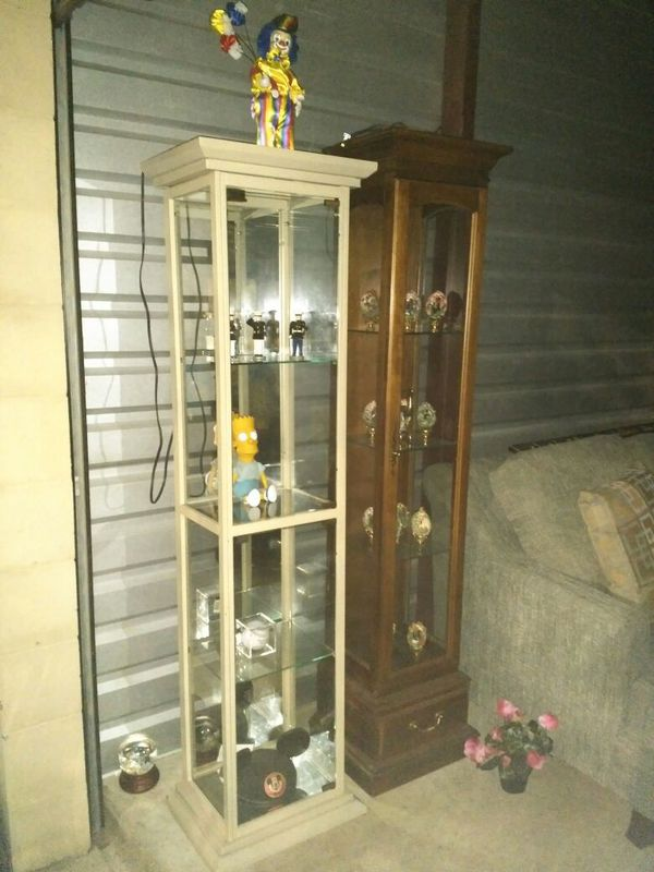 Metal And Gl Light Up Curio Cabinet For