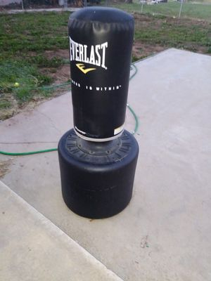 Weight bench and punching bag for Sale in Oak Glen, CA