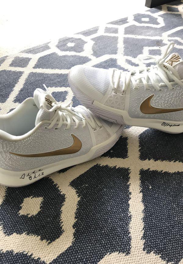 super popular d40b8 bebd8 Nike Kyrie 3 Whiplash White/Gold Size 10 for Sale in Gilbert, AZ - OfferUp