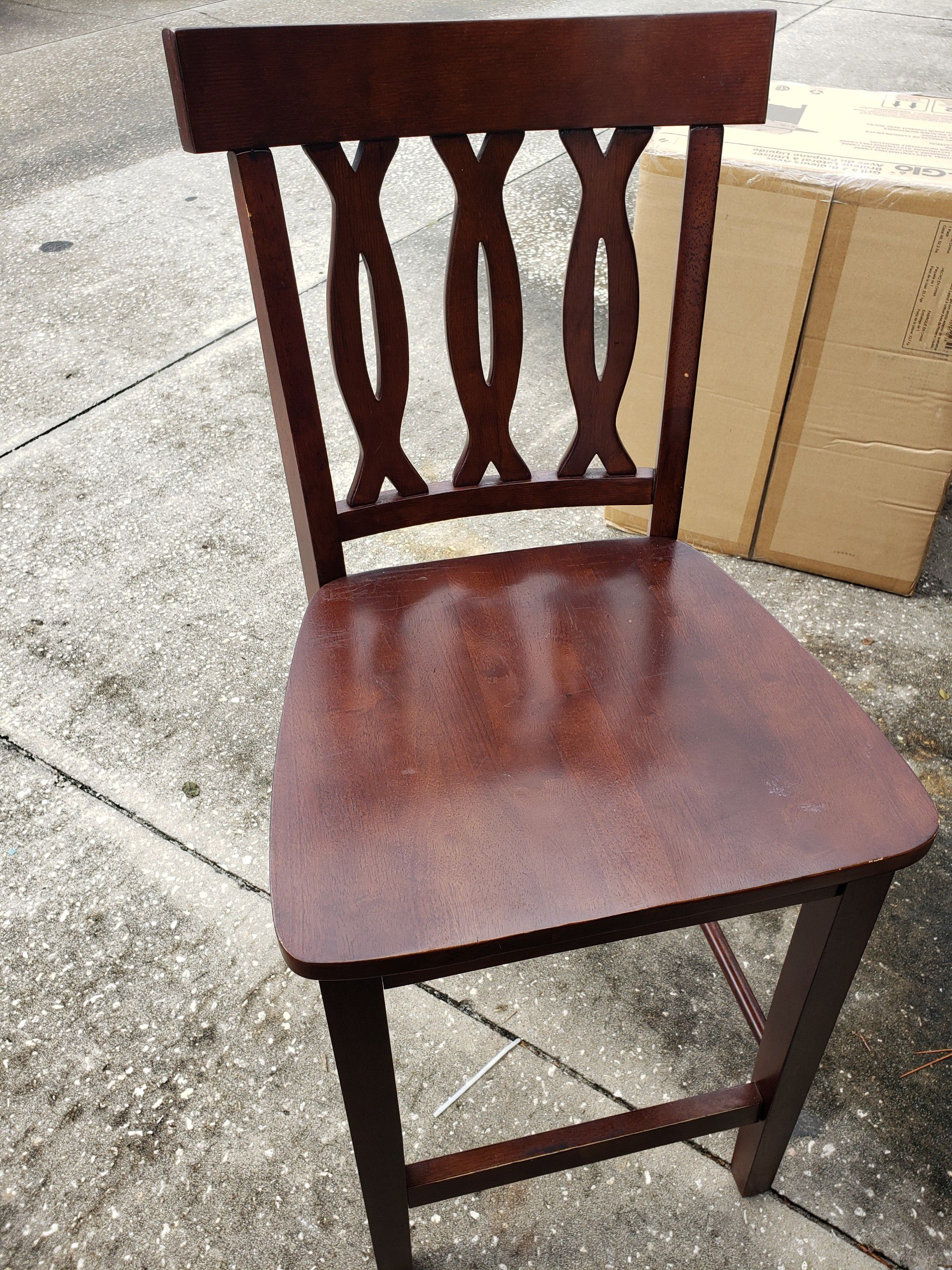 Dinner table and 4 chair used good condition