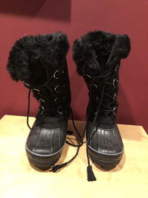 Khombu ladies 10 snow boots for Sale in Crownsville, MD