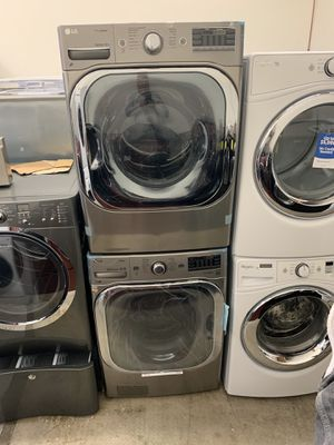 Photo LG Front Load Washer And Gas Dryer Set Extra Large Capacity
