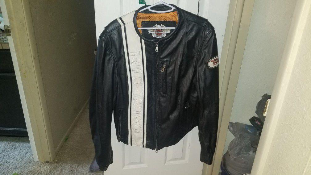Photo Womens Harley Davidson leather jacket