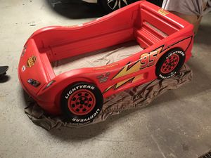 Lightning McQueen plastic bed frame for Sale in Shoemakersville, PA