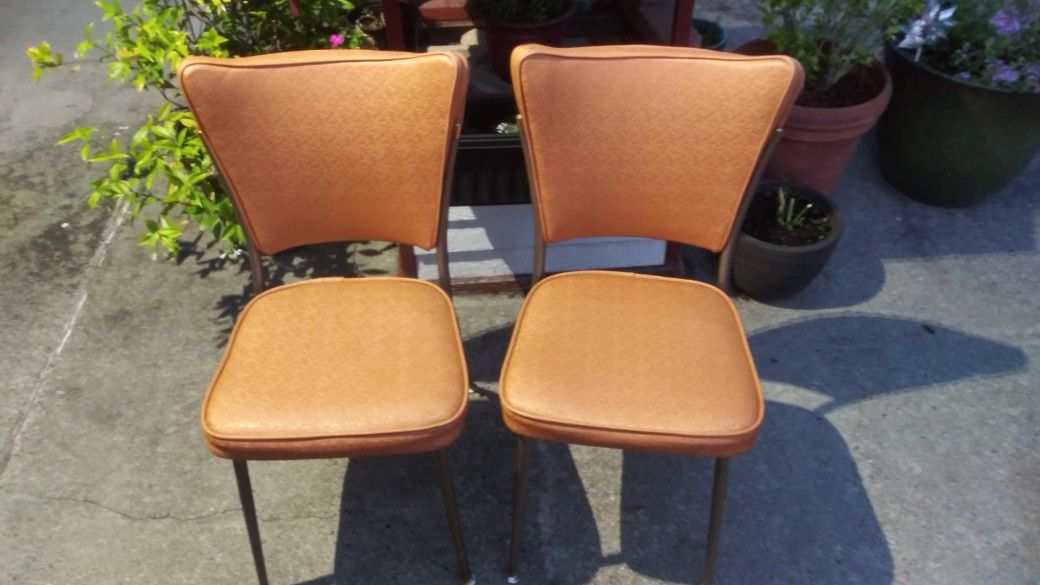 I HAVE 4 VINTAGE 1960 DINING CHAIRS, THEY ARE READY TO ADD TO YOUR HOME WITH NO WORK NEEDED TO RESTORE.  PLEASE READ DESCRIPTION, Thank You🌹