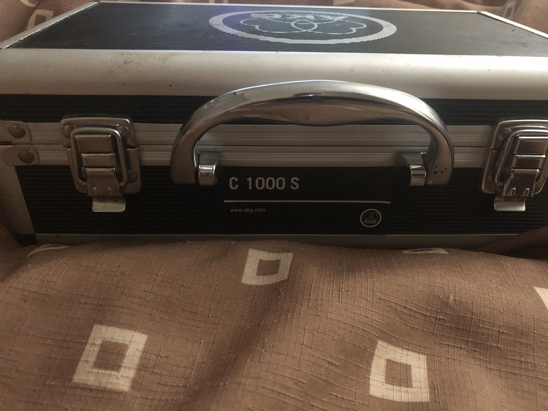 AKG C 1000 S Small Condenser Mic With Case