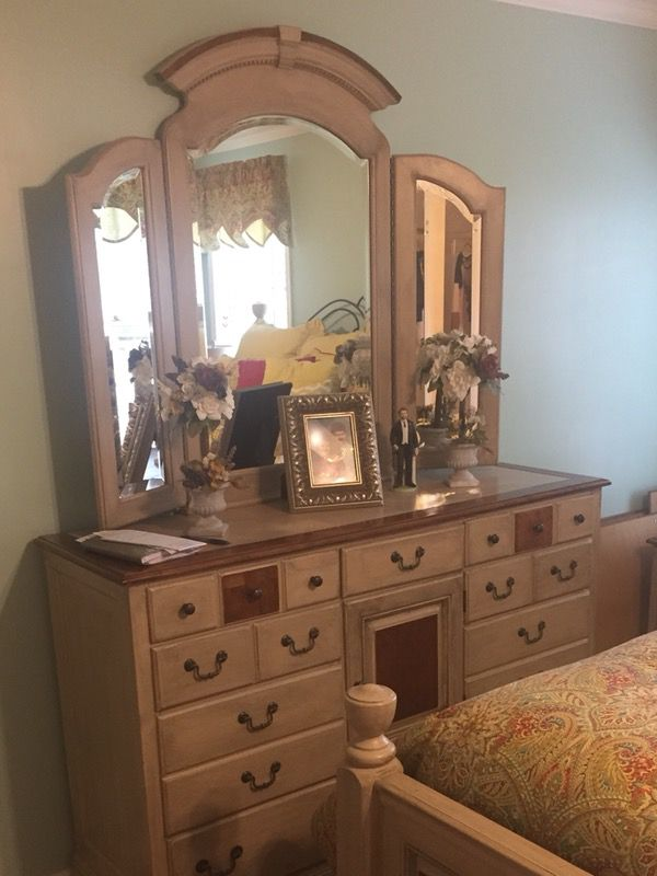 King Size Oak Bedroom Suite Antiques Furniture In Liberty Sc Offerup