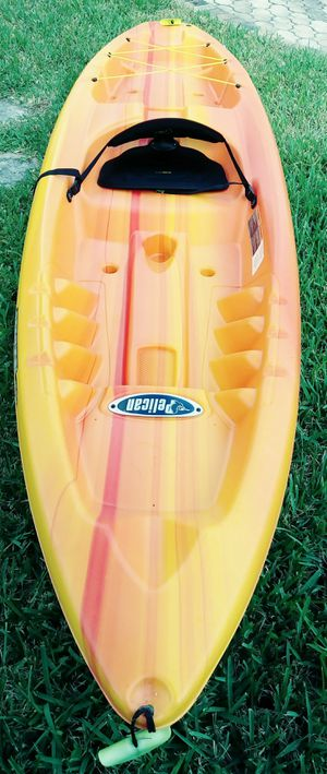 Photo Kayak Pelican Sentinel 10ft with paddle like new