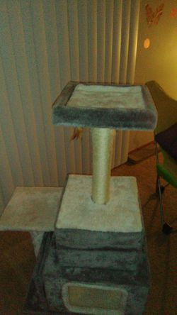 Cat tree brand new Thumbnail